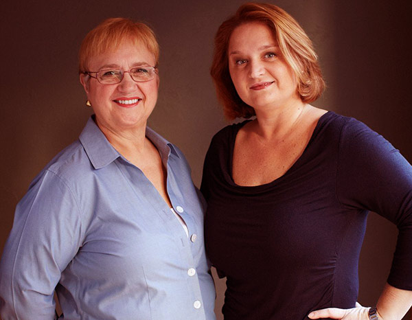 Image of Lidia with her daughter Tanya Bastianich Manuali